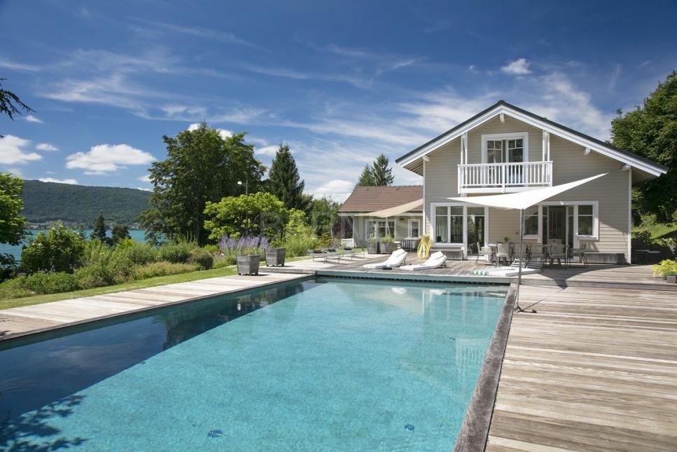 Villa luxe vue lac annecy veyrier du lac piscine4 luxymind for Maison luxe suisse