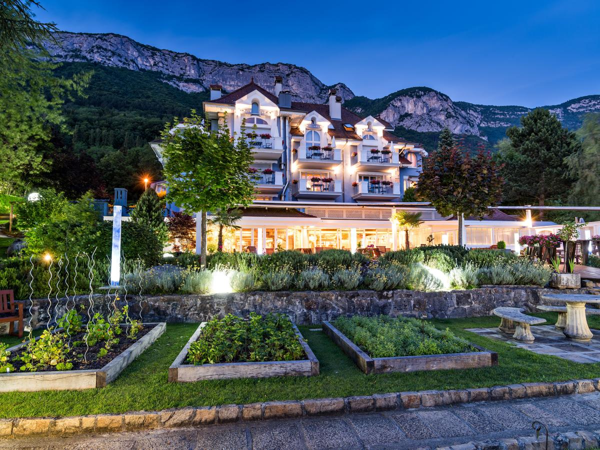 hotel restaurant luxe yoann conte lac d 39 annecy luxymind produits et services de luxe et de stars. Black Bedroom Furniture Sets. Home Design Ideas