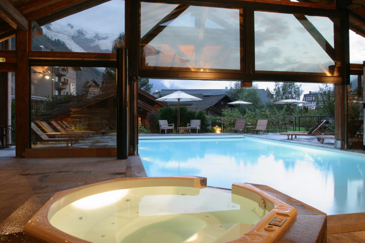 Hotel luxe chamonix hameau albert premier piscine montagne for Chamonix piscine